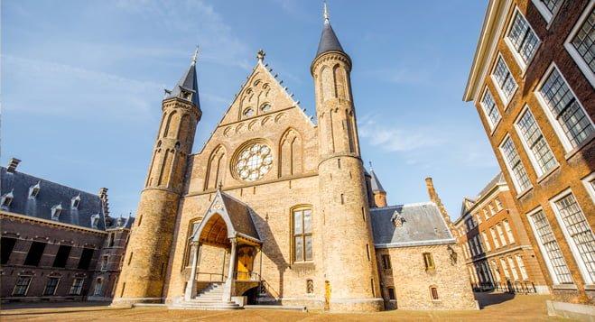 Den Haag wil woningmarkt reguleren