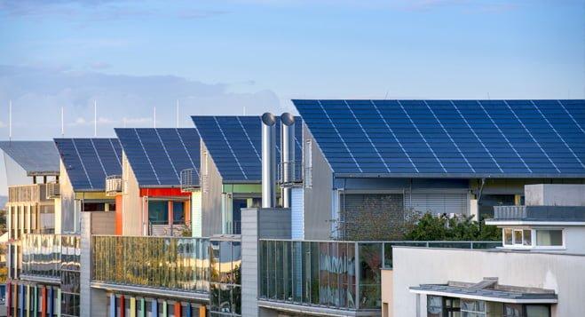 Verplichte zonnepanelen en niet bouwen buiten de stad